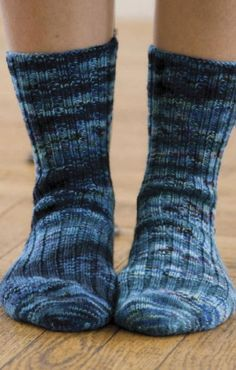 Did you know this fan favorite sock pattern uses short rows? Free tutorial + the pattern.