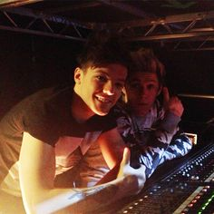 Louis and Niall sound engineering TMHT while 5secsofsummer are performing 3.2.13
