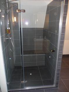 Badkamer Bedroom Sofa, Powder Room, Tile Floor, House Plans, Sweet Home, Bathtub, Room Decor, House Design, Led