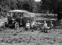 Camping Tips And Tricks For Great Outdoor Excursions. Camping is a delight to many! It is a wonderful pastime that can bring families and friends closer to nature and each other. Camping allows everyone on the Camping Snacks, Camping Life Hacks, Camping Tips, Auto Camping, Camping Glamping, Luxury Camping, Camping Activities, Luxury Travel, Camping Vintage