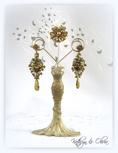 Baroque bronze, antiqued gold leaves & rhinestone accents grace this pair of drop earrings accented with dark gold freshwater pearl drops & faceted AAA honey quartz....  The 12mm vermeil post is for pierced ears... Vintage filigree jewelry parts with leaves is 1 1/4L x 1 wide... Total earring length is 3 1/2...  Please Note...the model head is slightly smaller than your stylish fashionista head So check the measurements...  All my jewelry is... One of a Kind Jewelry, Created...