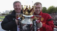 Sir Alex Ferguson and Paul Scholes pose with the Premier League trophy during the Manchester United trophy parade in Manchester. 13/05/2013