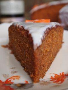 Różowa Patera: Ciasto marchewkowe