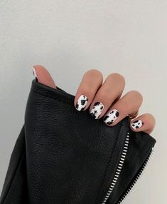 12 popular winter nail art trends that you need to try as soon as possible Ecem . - 12 popular winter nail art trends that you need to try as soon as possible Ecemella, out - Minimalist Nails, Nail Swag, Cow Nails, Nagellack Trends, Nagel Gel, Best Acrylic Nails, Dream Nails, Perfect Nails, Winter Nails