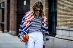 La veste posée sur les épaules, le toc de toutes les modeuses | Glamour