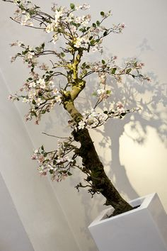 Kunst bloesemboom gemaakt van een natuurlijke onderstam en kunst bloesemtakken - b.art en blooms Ermelo