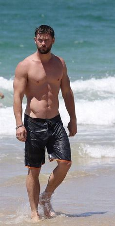 This man, oh this man, those muscles, that body, so damn delicious. Chris hemsworth