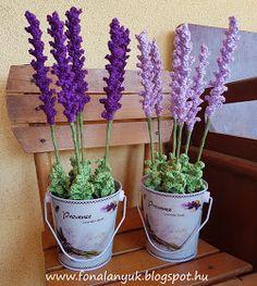 FONAL ANYUK: Horgolt levendula Crochet Small Flower, Knitted Flowers, Cute Crochet, Crochet Crafts, Knit Crochet, Chevron Crochet Patterns, Granny Square Crochet Pattern, Crochet Toys Patterns, Crochet Bouquet