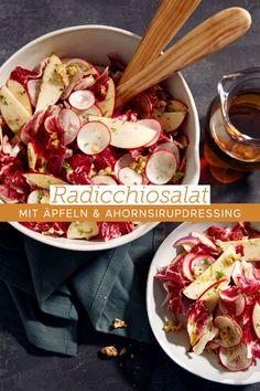 Nicht nur fürs Auge ein Genuss: Herber Radicchiosalat trifft auf süße Äpfel und würzige Walnüsse. Der Ahornsirup im Dressing kitzelt das gewisse Etwas heraus und verbindet er die Geschmacksrichtungen süß, sauer, salzig und bitter zu einem harmonischen Ganzen. #ahornsirup #ahornsirupauskanada #radicchio #salat #wintersalat #äpfel #apfel #walnüsse #salatdressing #umami #salatrezept Lab, Pasta Salad, Vegetables, Ethnic Recipes, Food, Walnut Salad, Maple Syrup, Canada, Eten