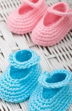 MaryJane Booties for Baby/Child  Crochet Pattern Free  However, they look plain and need a flower or button to dress them up!