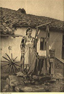 Albanian woman, Images of the Macedonian battleground (Ludwig von Buerkel). Albanian People, Albanian Culture, In Ancient Times, Ottoman Empire, Historical Pictures, Vintage Photographs, Middle Ages, Old Pictures, Istanbul