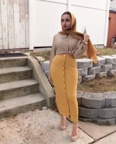 She looks stunning and very beautiful Abaya Fashion, Modest Fashion, Fashion Outfits, Muslim Women Fashion, Islamic Fashion, Modest Wear, Modest Dresses, Modest Outfits Muslim, Hijab Chic