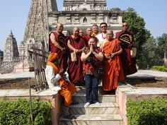 Entre os monges, no Templo Mahabodhi. Bodh Gaya/Índia.