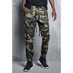 Forever21 Camo Print Joggers ($25) ❤ liked on Polyvore featuring men's fashion, men's clothing, men's activewear, men's activewear pants and 21 men