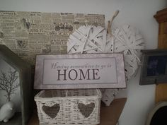 Plechová cedule - Having somewhere to go is HOME. https://www.facebook.com/Niels.Decor.bytove.doplnky.dekorace/photos/pb.415419111930791.-2207520000.1428141928./524113281061373/?type=3