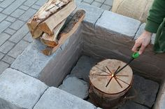 Creating your own paver patio requires one thing - you. See how you can build a perfectly sized paver patio with a built in fire pit. Paver Fire Pit, Concrete Fire Pits, Diy Fire Pit, Outdoor Fire Table, Fire Pit Plans, Fire Pit Cooking, Fire Pit Materials, Types Of Fire, Fire Pit Bowl