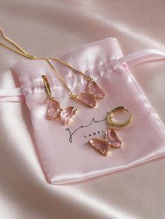 Stylish Jewelry, Cute Jewelry, Silver Jewelry, Jewelry Accessories, Fashion Jewelry, Tiffany Jewelry, Accessoires Iphone, Butterfly Jewelry, Jewelry Photography