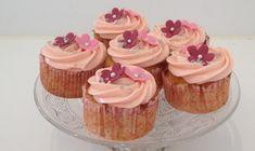 Fantasktiske rabarber cupcakes. Søde og syrlige på samme tid. Fuldstændig uimodståelige.