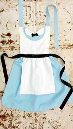 "idealpinner: ""ALICE in Wonderland Disney Princess inspired Child Costume APRON. Dress up Play …: ALICE in Wonderland Disney Princess inspired Child Costume APRON. Dress up Play Birthday Party Fits. Sewing Hacks, Sewing Crafts, Sewing Projects, Sewing Tips, Sewing Ideas, Costume Alice, Alice In Wonderland Tea Party, Sewing Aprons, Pdf Sewing Patterns"