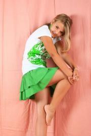 Black busty girl leg pic spread