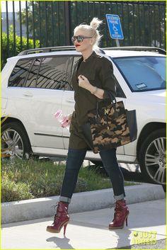 Gwen Stefani in PAIGE Denim Skyline Skinny in Carson