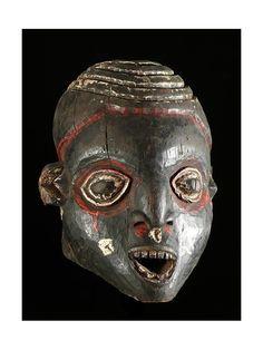 Présents dans tous les royaumes du Grassland Camerounais (Bafut, Bekom, Big Babanki, Ndop, Oku...) les masques dits Ngoin appartiennent à des ensembles de masques exhibés lors des cérémonies commémoratives organisées en l'honneur de défunts illustres. Chaque ensemble, propriété d'un lignage particulier, peut comporter plus de 20 masques, généralement de formes variées, mais parfois aussi d'aspect répétitif.