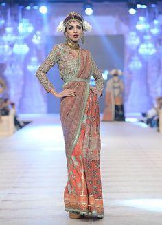 What a stylish way of making the saree look uber chic. Seen at PFDC L'Oreal Paris Bridal Week 2014 Indian Fashion 2017, Indian Bridal Fashion, Indian Wedding Outfits, Bridal Fashion Week, Ethnic Fashion, Indian Outfits, Asian Fashion, Asian Bridal Wear, Pakistani Bridal Wear