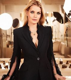 Lady Kitty Spencer Show Off Jewelry Collection for Bulgari — Town & Country - Style Princess Diana Interview, Princess Diana Niece, Lady Diana, Meghan Markle, Kitty Spencer, Spencer Family, Girls Status, Shorts Jeans, Daily Fashion