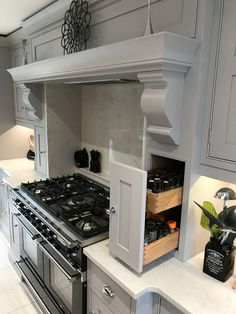 The History of the Shaker Kitchen - Luxury Bespoke Kitchens Designers Kitchen Cooker, Kitchen Design, Kitchen Hood Design, Open Plan Kitchen Living Room, Home Decor Kitchen, Kitchen Interior, Shaker Kitchen, Bespoke Kitchens, Kitchen Style