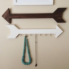 Wood arrows for gallery wall / jewelry organizer / necklace hanger / key holder / with hooks by AlisWoodCreations on Etsy https://www.etsy.com/listing/243390142/wood-arrows-for-gallery-wall-jewelry