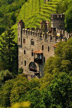 Castelo na província de Tirol do Sul (também chamada de  Bolzano, ou Alto Ádige) na região do Trentino-Alto Ádige, Itália.  Fotografia: Iggi Falcon no Flickr.