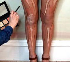 Justo quando pensávamos que já havíamos visto tudo sobre o contorno corporal, recebemos fotos inéditas que mostram a última técnica de maquiagem, criada para valorizar o contorno das pernas.