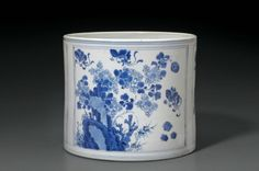 A blue and white cylindrical brush pot, China, Qing dynasty, Kangxi period (1662-1722)