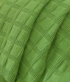 Free Knitting Pattern for Easy Sunny Baby Blanket - This easy blanket is created with just knit and purl stitches. Designed by Lucie Sinkler and rated very easy by hundreds of Ravelrers. Pictured project by dls1149