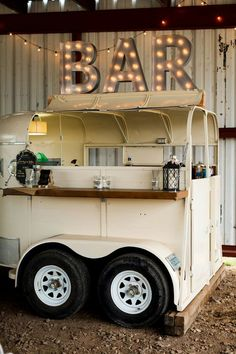 Adorable Horse Trailer Bar Conversions - COWGIRL Magazine Adorable Horse Trailer Bar Conversions - COWGIRL Magazine<br> Check out these cute horse trailer bar conversions. Old horse trailers are being turned into bars for parties and events. Catering Trailer, Food Trailer, Coffee Carts, Coffee Truck, Mobile Bar, Mobile Shop, Converted Horse Trailer, Foodtrucks Ideas, Horse Box Conversion