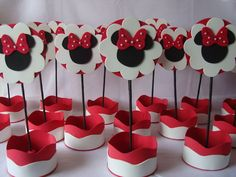 Minnie Mouse Birthday Decorations, Minnie Mouse 1st Birthday, Minnie Mouse Party, Mouse Parties, Cardboard Box Crafts, Chocolate Bouquet, Paper Cake, Ideas Para Fiestas, Fiesta Party