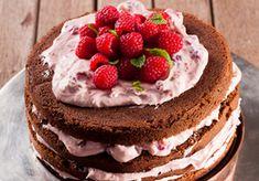 Raspberry and chocolate cake stack Chocolate Rasberry Cake, Rasberry Cookies, Cinnamon Stars Recipe, Flan Cake, Fashion Cakes, Cake Tins, Coffee Cake, Chocolate Recipes, Delicious Desserts