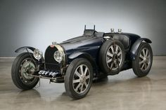 Car Bugatti Typ 51 1933 for sale. Bugatti Typ 51 Roadster 1933 for sale. The French automobile manufacturer from Molsheim i Bugatti Veyron, Bugatti Cars, Bugatti For Sale, Tricycle, Grand Prix, Reliable Cars, Bmw Classic Cars, Roadster, Vintage Race Car