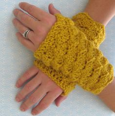 pinterest free crochet hand warmer patterns | shell stitch fingerless gloves - link to free pdf pattern (I just ...