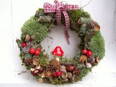 Afbeeldingsresultaat voor basteln im herbst mit naturmaterialien Winter Christmas, Christmas Time, Christmas Wreaths, Christmas Crafts, Christmas Decorations, Christmas Ornaments, Holiday Decor, Diy Wreath, Door Wreaths