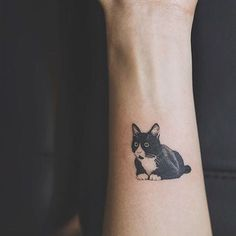Do you have a pet? Upload their pictures and turn them into body art! (Link in Bio) ✨#tattapic