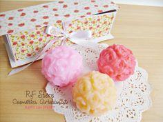 R F Store Cosmética Artesanal - Caixinha com esferas de rosas médias