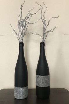 Wine bottle decor - - Black/silver glitter wine bottles These beautiful hand painted decorated bottles, will brighten any area in your home. Use as a center piece for a dining room or your next special event. Price includes a set of two bottles. Glitter Wine Bottles, Liquor Bottle Crafts, Old Wine Bottles, Christmas Wine Bottles, Wine Bottle Art, Painted Wine Bottles, Diy Bottle, Decorated Bottles, Liquor Bottles