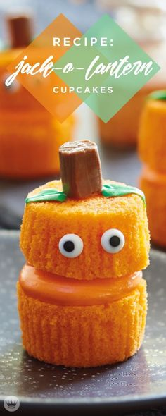 These Jack O'Lantern Cupcakes are sure to get your kiddos giggling with their funny faces. This easy Halloween decorating activity is easy to put together!