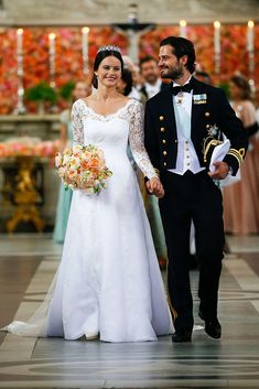 Prince Carl Philip and Princess Sofia Of Sweden depart the Royal Palace Chapel on June 2015 in Stockholm, Sweden. Princess Bridal, Princess Style, Princess Wedding Dresses, Royal Brides, Royal Weddings, Princesa Victoria, Sweden Fashion, Princess Sofia Of Sweden, Princesa Real
