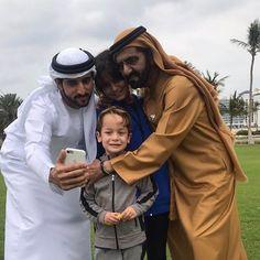 Mohammed bin Rashid bin Saeed Al Maktoum con sus hijos: Hamdan bin Mohammed, Al Jalila bint Mohammed y Zayed bin Mohammed bin Rashid Al Maktoum, 21/02/2017. Vía: hrhprincesshaya