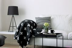 Black and white living room / http:ladolcevitaesandys.blogspot.fi