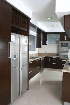 Mirá imágenes de diseños de Cocinas estilo clásico: Más Proyectos.. Encontrá las mejores fotos para inspirarte y creá tu hogar perfecto.