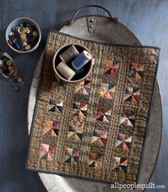 Miniature quilts - Shared History from American Patchwork & Quilting – Miniature quilts Primitive Quilts, Antique Quilts, Vintage Quilts, Vintage Sewing, Small Quilt Projects, Quilting Projects, Scrappy Quilts, Mini Quilts, American Patchwork And Quilting