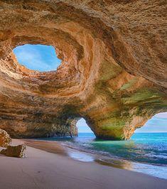 La merveilleuse plage d'Algarve au Portugal